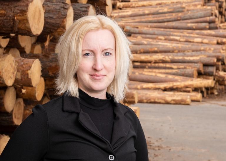 Porträttbild på Anette Hjelm
